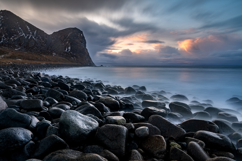 Küste bei Unstad Beach, Lofoten, Norwegen
